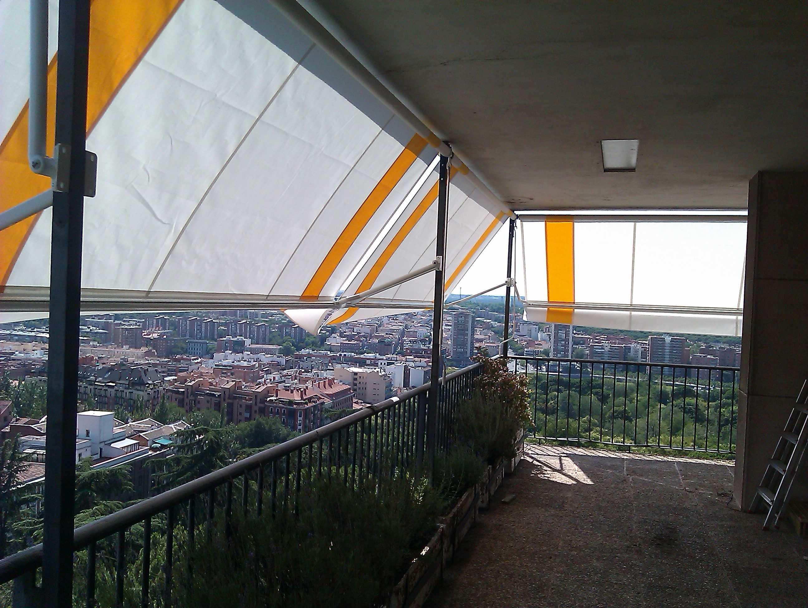 Toldos toldos carabela for Brazos para toldos balcon